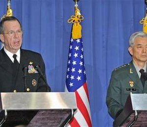 U.S. Admiral Mike Mullen (L), chairman of the Joint Chiefs of Staff, and his South Korean counterpart General Han Min-koo, attend a joint news conference at the defence ministry in Seoul December 8, 2010. The U.S. and South Korean militaries said on Wednesday they would hold more joint exercises off the tense peninsula amid heightened tensions following North Korea's deadly attack on a South Korean island last month. REUTERS/Kim Jae-hwan/Pool