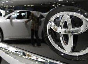 A visitor looking at Toyota Motor's vehicles is reflected on a black vehicle at its showroom in Tokyo November 5, 2010.   REUTERS/Toru Hanai