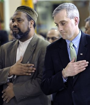 White House praises Muslims: Get jump on House hearings
