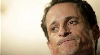 Sexting addict Weiner won't quit Congress, opts for leave of absence