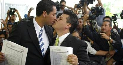 Poll shows deep divisions on gay marriage