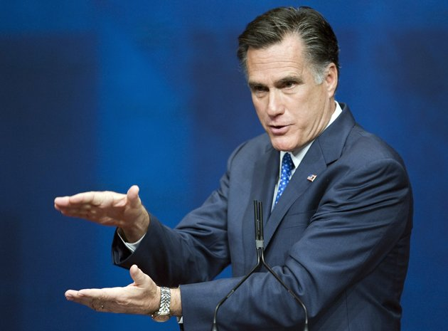 Mitt Romney cozies up to CPAC in Washington (REUTERS/Jonathan Ernst)