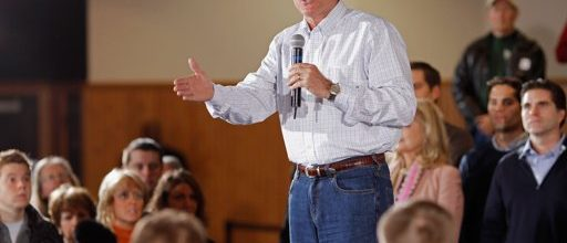 Mitt Romney steps up attacks on Rick Santorum