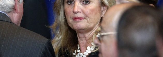 Obama stands up for Ann Romney