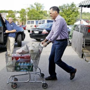 Mitt Romney goes grocery shopping in New Hampshire 