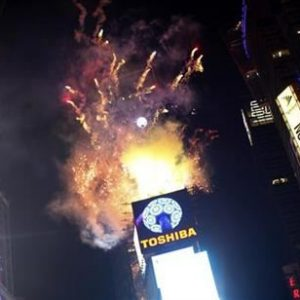Fireworks explode over Times Square as the crystal ball is hoisted before New Year celebrations in New York December 31, 2012.  REUTERS/Joshua Lott