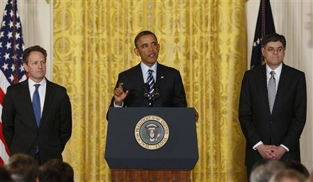 President Barack Obama announces that White House Chief of Staff Jack Lew (R) will be his nominee for U.S. Treasury Secretary, replacing Timothy Geithner (L), in the East Room of the White House in Washington, January 10, 2013. REUTERS/Larry Downing