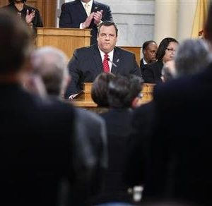 New Jersey Governor Chris Christie receives a standing ovation as he gives his State of the State address in the assembly chamber in Trenton, New Jersey, January 8, 2013.  REUTERS/Carlo Allegri