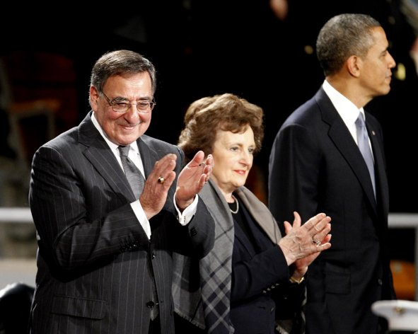 Panetta bids farewell, gets salute from Obama