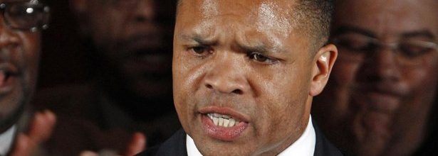 Jesse Jackson Jr., wife, agree to guilty pleas for campaign fund fraud