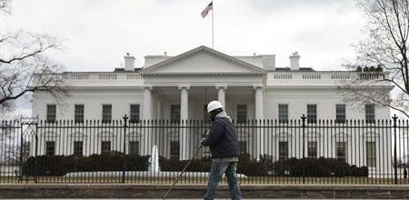 Sniping continues over cancellation of White House tours