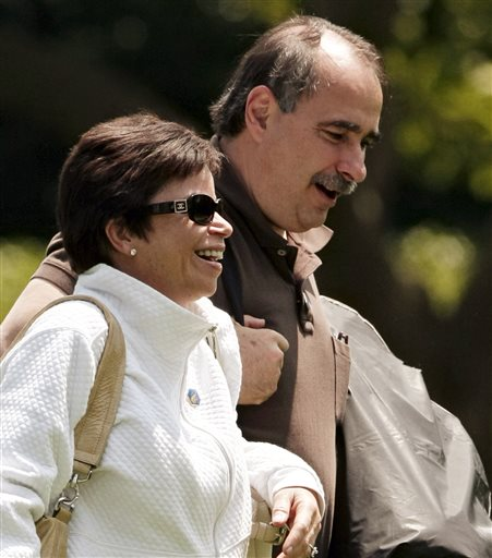 FILE - In this June 7, 2009, file photo, senior advisers Valerie Jarret and David Axelrod, right, walk across the South Lawn of the White House in Washington after returning from a trip with President Barack Obama. The Obama administration Tuesday, July 2, 2013, unexpectedly announced a one-year delay, until 2015, in a central requirement of the new health care law that medium and large companies provide coverage for their workers or face fines. Senior White House adviser Valerie Jarret cast the decision as part of an effort to simplify data reporting requirements. (AP Photo/J. Scott Applewhite, File)
