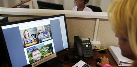 Political tug-of-war escalates over Obamacare woes