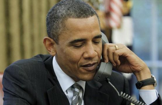 President Barack at his desk (AP/Charles Dharapak)