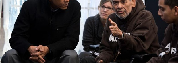 Obama drops in on immigration hunger strikers