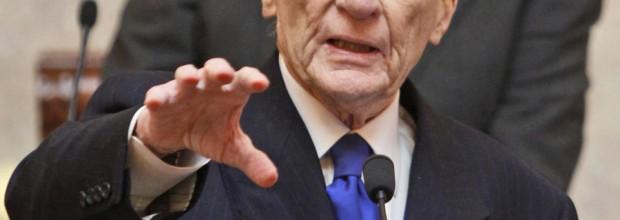 Former GOP Senator Warner endorses Democrat over Republican