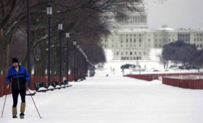 Threat of snow shuts down federal government