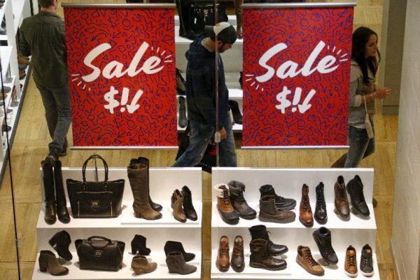 Shoppers at The Mall at Robinson, in Robinson Township, Pa.   (AP Photo/Gene J. Puskar)