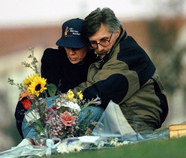 Fred Goldman and his wife, Patti, sit quietly at the grave of their son Ronald Goldman in Valley Oaks Memorial Park in Westlake Village, Calif.  (AP Photo/Susan Sterner)