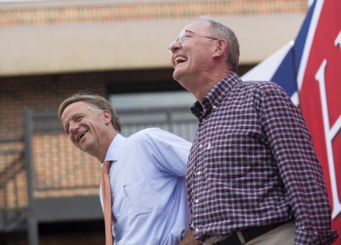 Lamar Alexander easily defeats tea party contenders