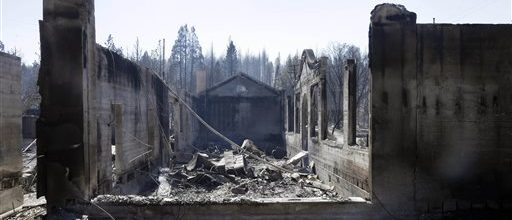 California fire threatens more than 2,000 homes
