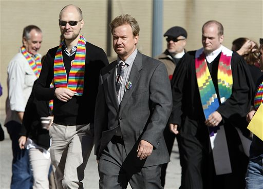 Methodist pastor keeps his job after gay wedding