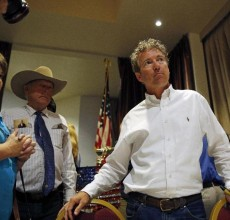 Rand Paul huddles with Cliven Bundy