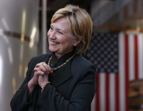 Clinton looks for way to get GOP votes