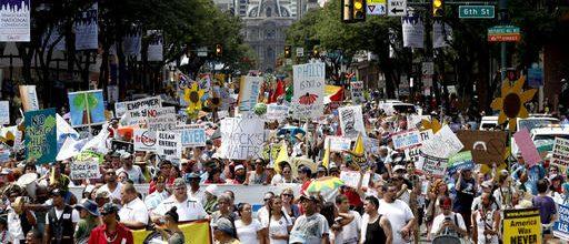 Protests, heat kick off Democratic convention