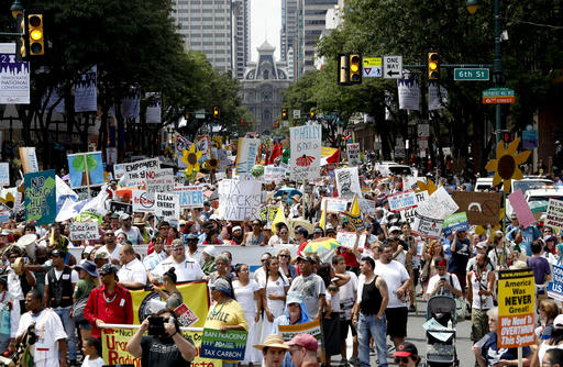 Protests, heat kick off Democratic convention