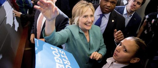 Clinton seeks votes among GOP
