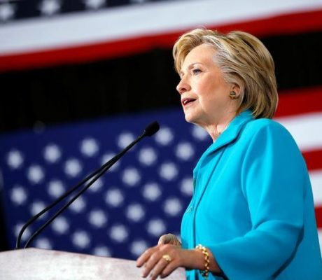 Clinton courts Republicans, independents