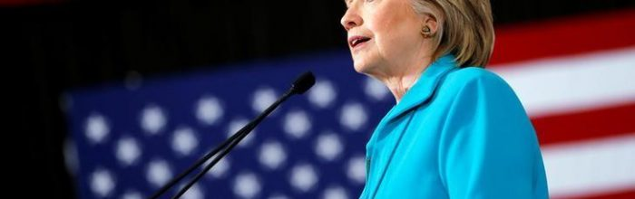 Clinton courts GOP, independents