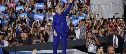 Clinton in Arizona, Trump tries to stay on point