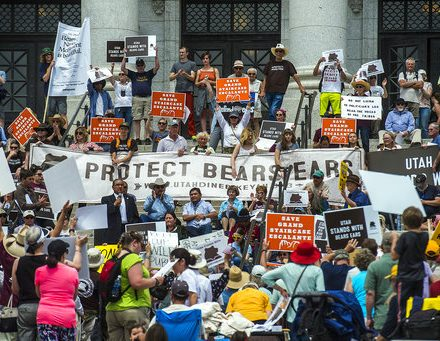 Stopping war against national monuments