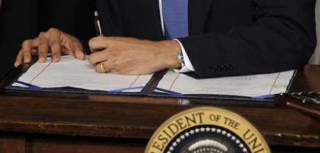 Obama signs executive order banning payments for abortions