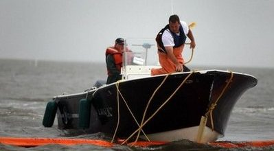 Obama defends response on oil spill