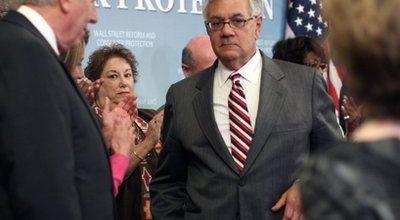Financial reform passes House but Senate delays action