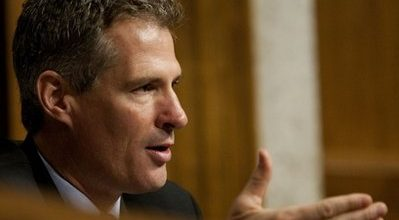Brown, Snowe back financial reform bill