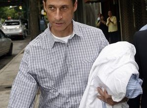 Democrats hope Weiner will just quit and go away