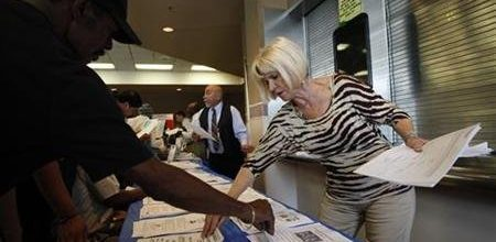 Jobless claims up as weak economy continues