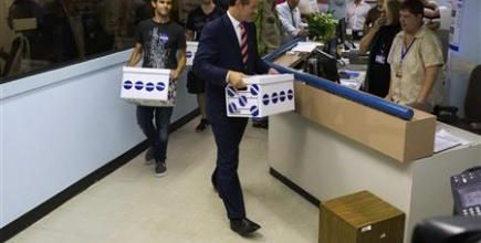 Spitzer collects more than enough signatures for return to politics