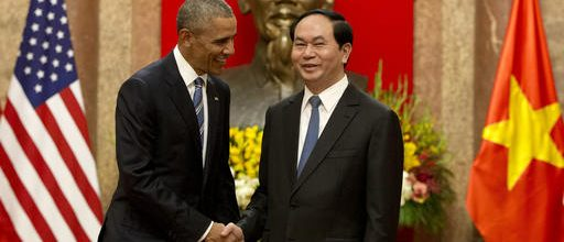 Obama lifts arms ban against Vietnam